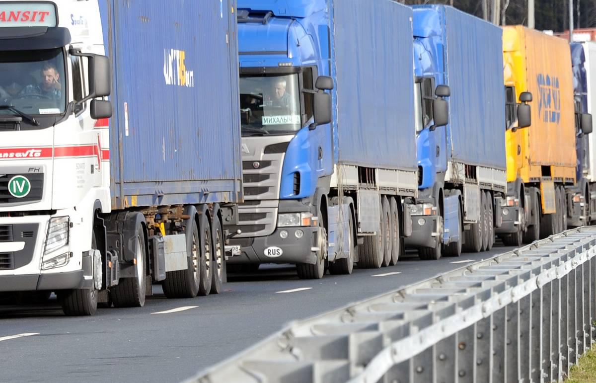 В Приморье ввели онлайн-очередь на въезд в Китай для грузовиков